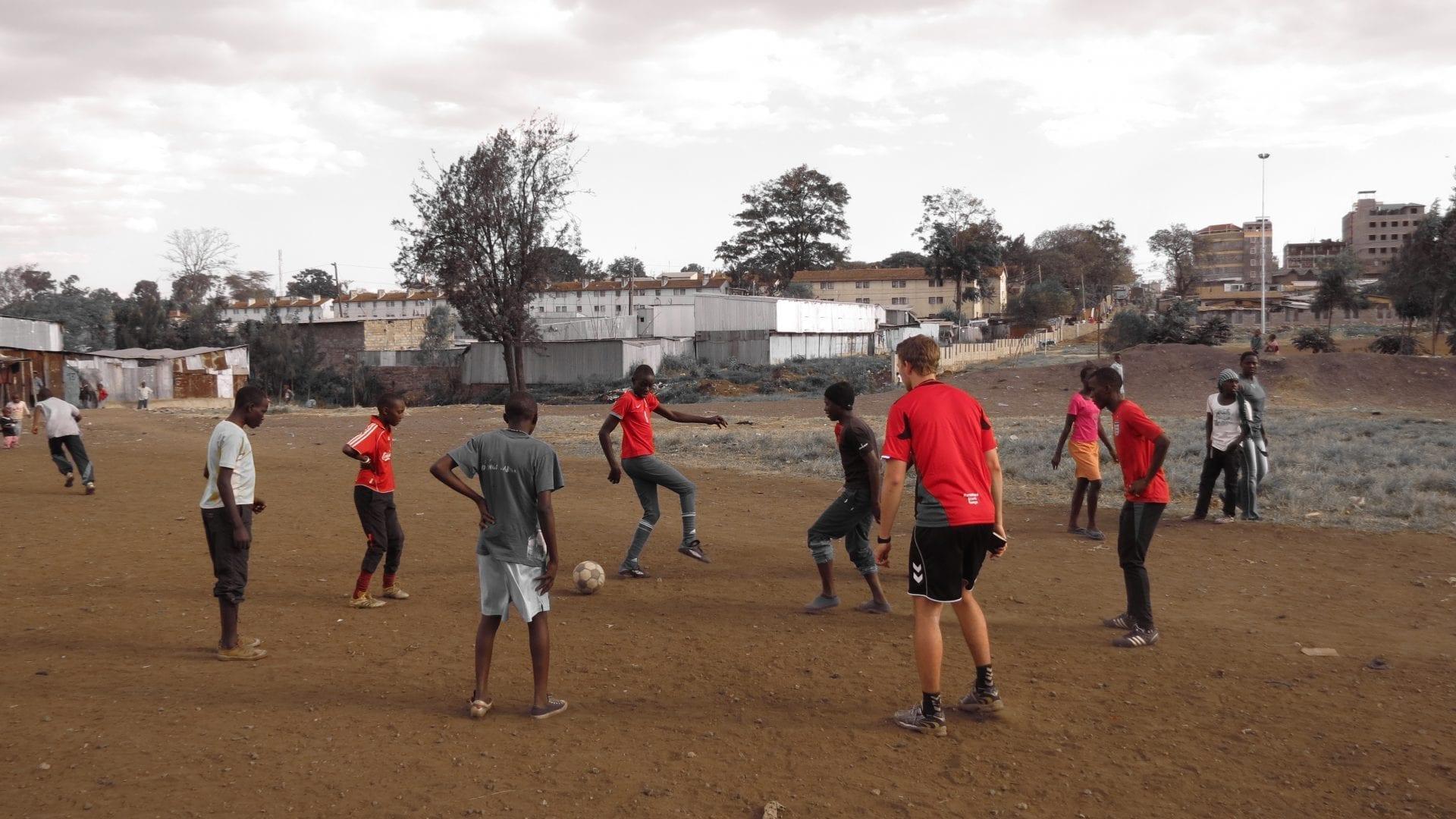Fodboldkamp-med-eleverne