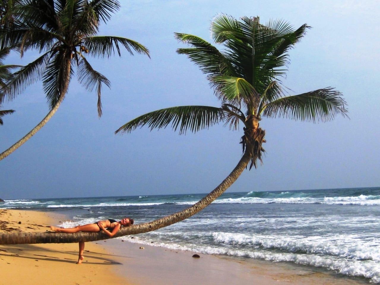 frivillig_paa_stranden_i_Sri_Lanka2